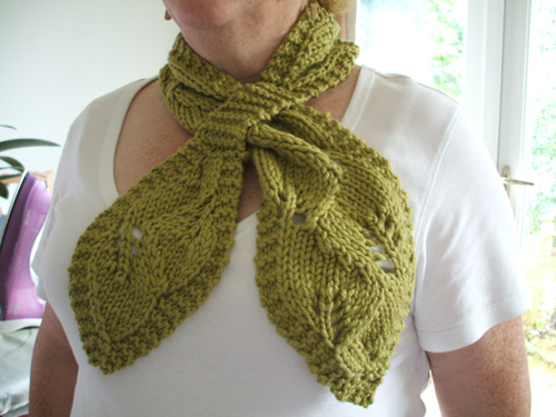 95 Falling Leaves Pull Through Scarf Knitting Patterns Blog From